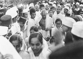 Women volunteers with Mahatma Gandhi at the Dandi March